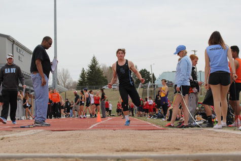 Stellern and Whitmire lead the way for East track